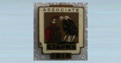 Very Rare 1916 Clarks Associate Enamel Badge